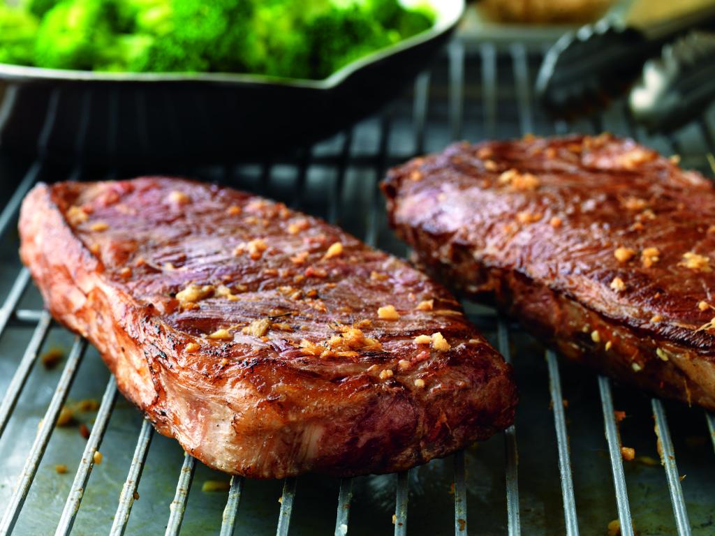 Cutting meat against the grain - Strip steak